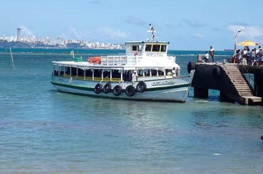A mmaré baixa ainda prejudica hoje a travessia Salvador-Mar Grande. (Foto: Astramab/Divulgação)