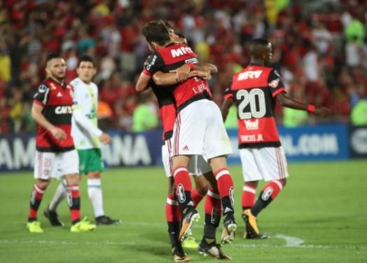 Depois de eliminar a Chapecoense, o Flamengo espera o vencedor do duelo entre Fluminense e LDU .