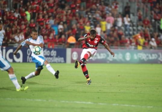 Rodinei empatou para o Flamengo  com um golaço. (Foto: Flamengo/Divulgação)