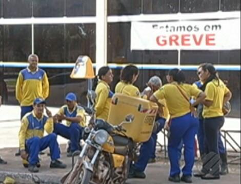 Os funcionáris dos Correios entraram  em greve na última sexta-feira (22).