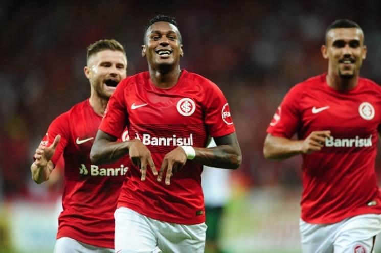 Edenilson vibra ao marcar o seu primeiro gol pelo Inter (Foto: Internacional/Divulgação)