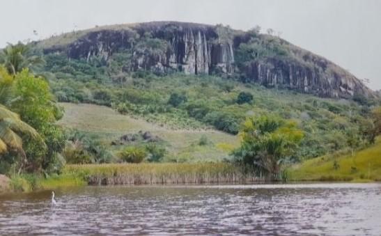 Pedra Pelada, em Laje: refúgio espiritual e um local de orações.
