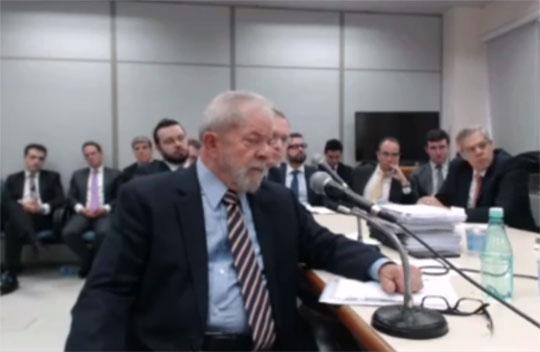 Lula é orientado a não responder pergunta sobre recibos de pagamento de aluguel (Foto: Reprodução/TV)