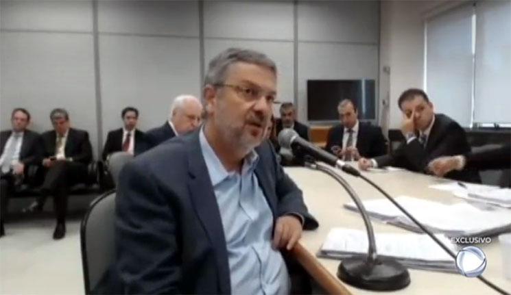 """Palocci envia carta ao PT com duras críticas a Lula e pedido de desfiliação. """"Foi um choque ter visto """"Lula sucumbir ao pior da política no melhor dos momentos de seu governo"""""""""""