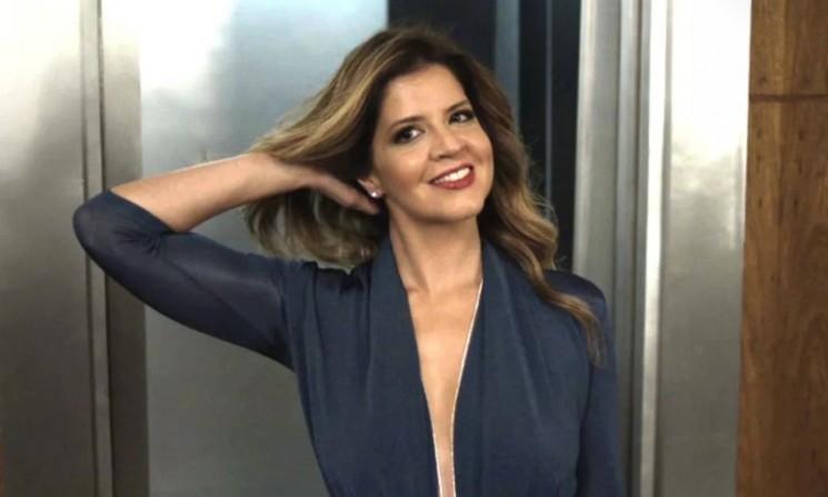 Maria Pia usa roupa provocante ao ir à empresa de Eric (Foto: TV Globo/Divulgação)
