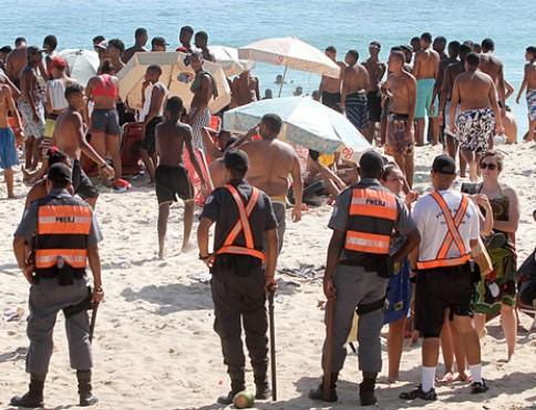 A PM decidiu pelo reforço no policiamento para aumentar a sensação de segurança da população e dos turistas. (Foto: Reprodução)
