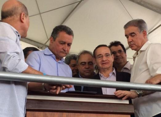 Rui Costa assina convênios com prefeitura para abastecimento de água e saneamento