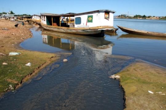 A estiagem atingiu em cheio o volume de água do rio São Francisco. (Foto: Fábio Pozzebom/Agência Brasil)