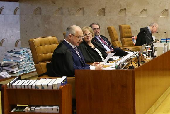 O relator ministro Edson Fachin durante sessão do STF para decidir sobre suspeição do procurador-geral da República para atuar nas investigações relacionadas ao presidente Michel Temer (Foto: Valter Campanato/Agência Brasil)