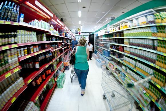 Hiper  e  supermercados  sempre  vendem  e  contratam  mais no  período  de  fim  de  ano (Foto: Arquivo/Agência  Brasil)