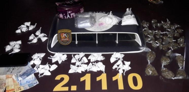 Com Gérson encontrou drogas, dinheiro e diversos objetos. (Foto: SSP/Divulgação)