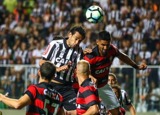 Com gols de Neilton, Yago e Tréllez, o Vitória derrotou o Galo por 3 a 1 e fica  fora da zona do rebaixamento. (Foto: Atlético-MG/Divulgação)