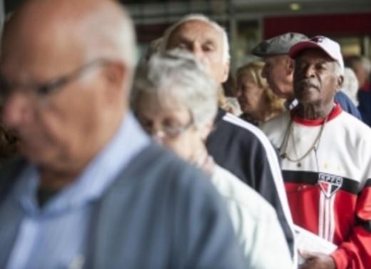 A ideia dos planos de saúde de excluir os idosos  do sistema, ganha força com o relator do projeto da Lei dos Planos de Saúde, deputado Rogério Marinho (PSDB-RN). (Foto: Agência Brasil)