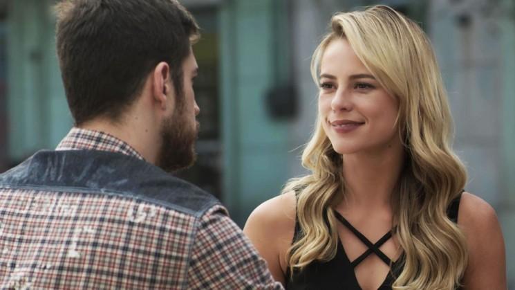 Jeiza chama Zeca para conversar (Foto: TV Globo)
