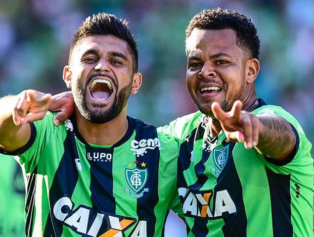Em  Belo Horizonte, o América-MG emendou a segunda vitória consecutiva na competição.  (Foto: América-MG/Divulgação)