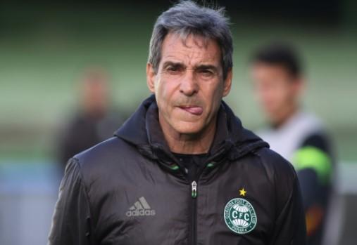Carpegiani deve chegar nesta quinta-feira para assinar contrato com o Bahia. Ele tinha sido demitido pelo Coritiba.