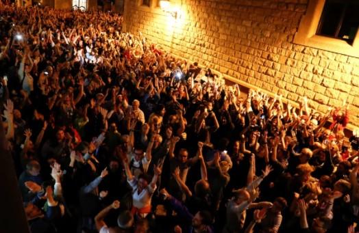 Referendo na Catalunha foi marcado por protestos e confrontos (Foto: Reprodução/Twitter)