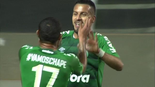 Luiz Antonio fez o gol da vitória da Chapecoense