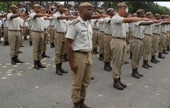 Um total de 15.338 candidatos se inscreveram para fazer a prova e concorrer a uma das 90 vagas - 60 para oficial da PM e 30 para bombeiro militar, realizadas no dia 20 de agosto.
