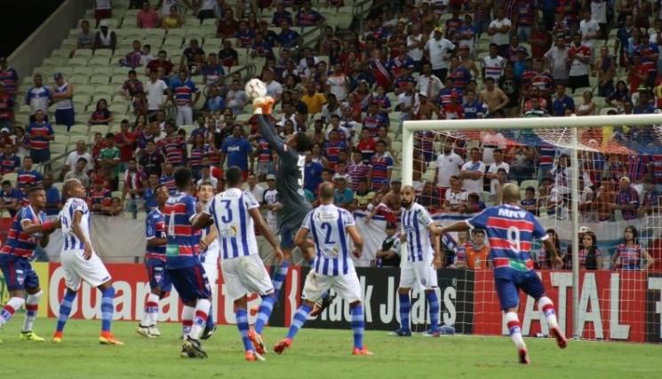 Sampaio Corrêa fizeram um jogo aberto em São Luís e o placar acabou em 2 a 2. (Créditos: Sandro Roberto / Fortaleza)