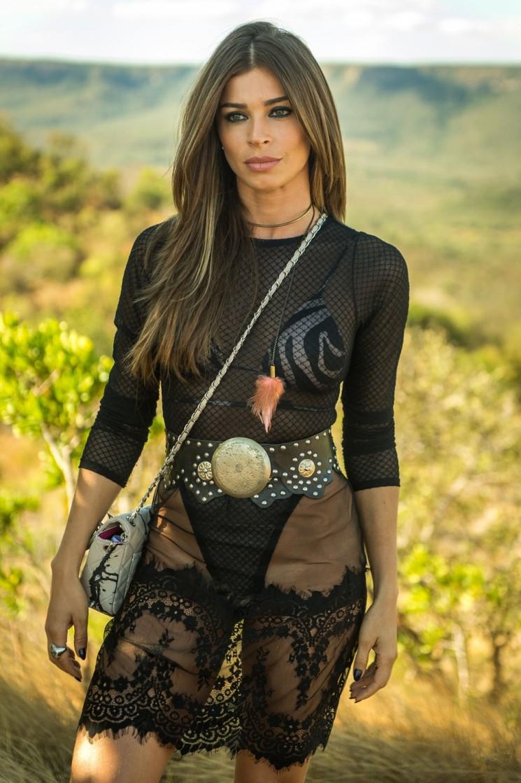 Lívia, vivida por Grazi Massafera, é filha de Sophia e se apaixona por Renato. Sedutora, ela vai jogar todo o seu charme para o médico (Foto: TV Globo/Raquel Cunha/Divulgação )