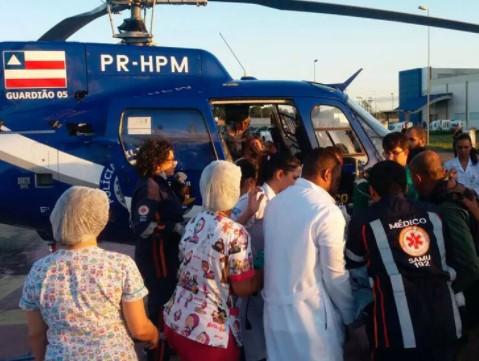 Vítimas do acidente foram socorridas pelo Grupo Aéreo da Polícia Militar da Bahia. (Foto: Divulgação/Graer)