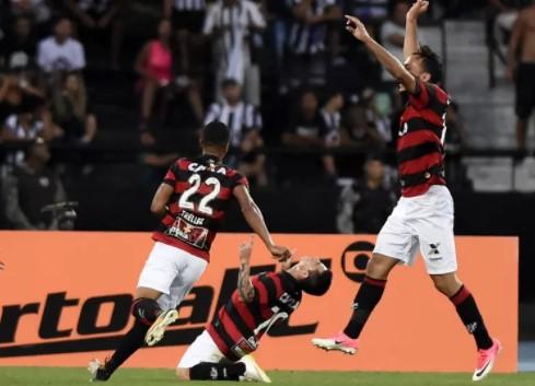 Danilinho fez o gol do triunfo do Vitória, aos 49 minutos do segundo tempo (Foto: Reprodução/Globo Esporte)