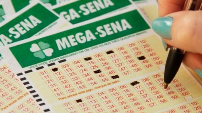 Mega-Sena sorteia prêmio de R$ 15 milhões neste sábado; Apostas até às 19h.
