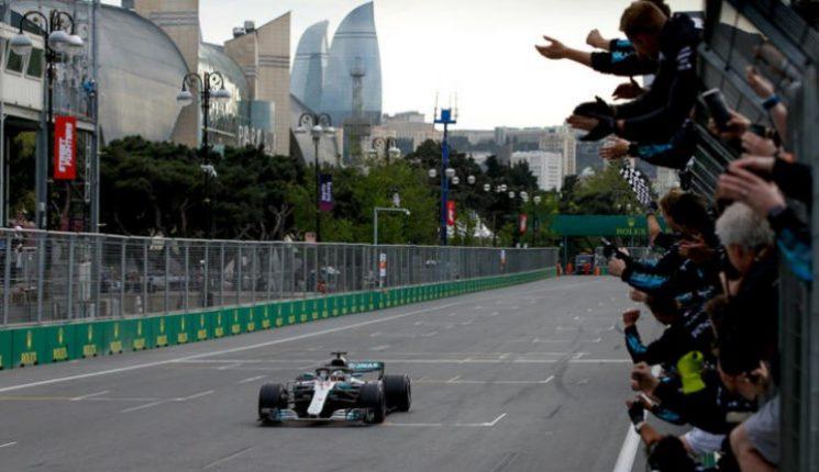 Hamilton vence GP do Azerbaijão e assume liderança do Mundia de Fórmula 1