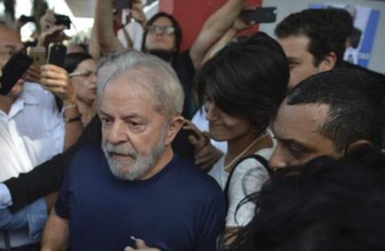 Após um ano em cana, resta a Lula a esperança da prisão domiciliar