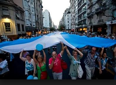 Argentina: greve geral atinge vários setores e envolve sociedade civil