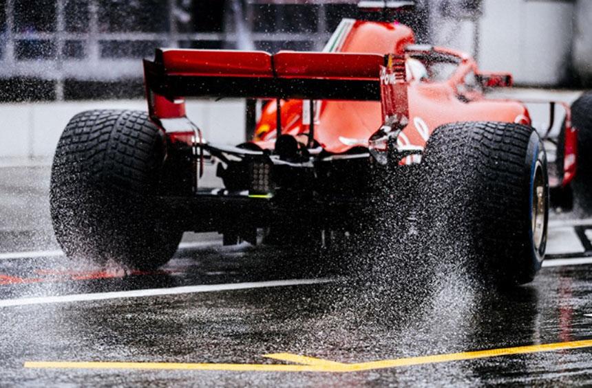 Vettel faz a pole em casa  e Hamilton abandona treino com problemas