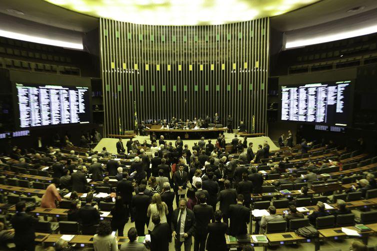 Resultado de imagem para Maioria é contra fechar o Congresso Nacional