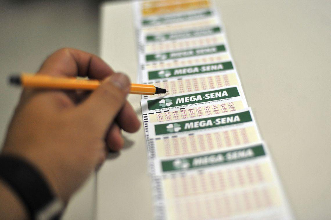 Mega-Sena acumula e pode pagar R$ 12 milhões na quarta-feira, dia 22.