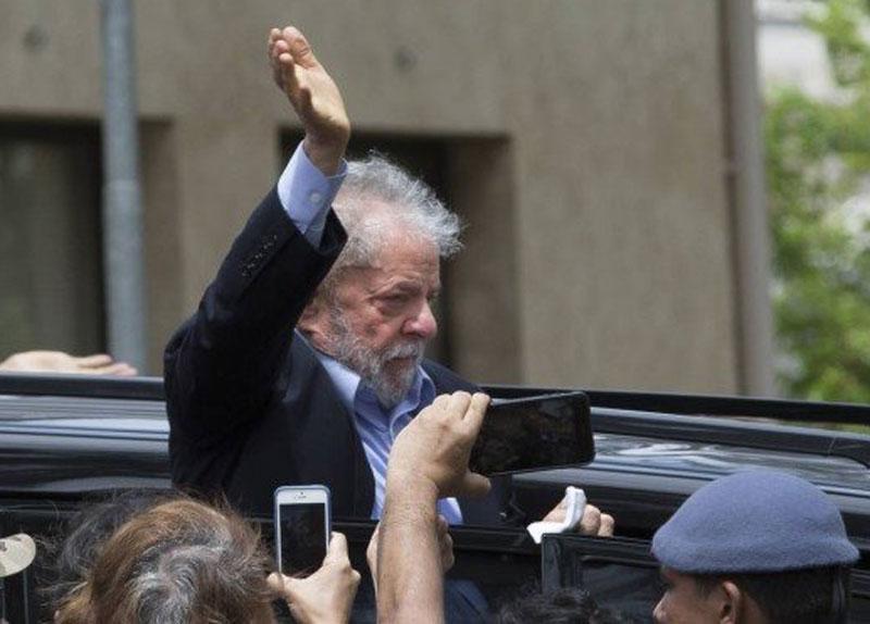 Lula volta para prisão em Curitiba após cremação do corpo do neto