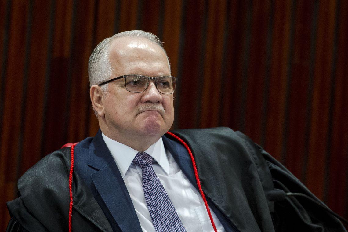 Fachin pede manifestação de Moraes sobre inquérito de fake news