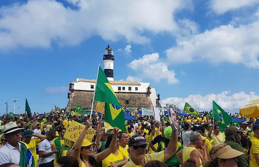 Manifestações de apoio a Bolsonaro levam milhares às ruas do país