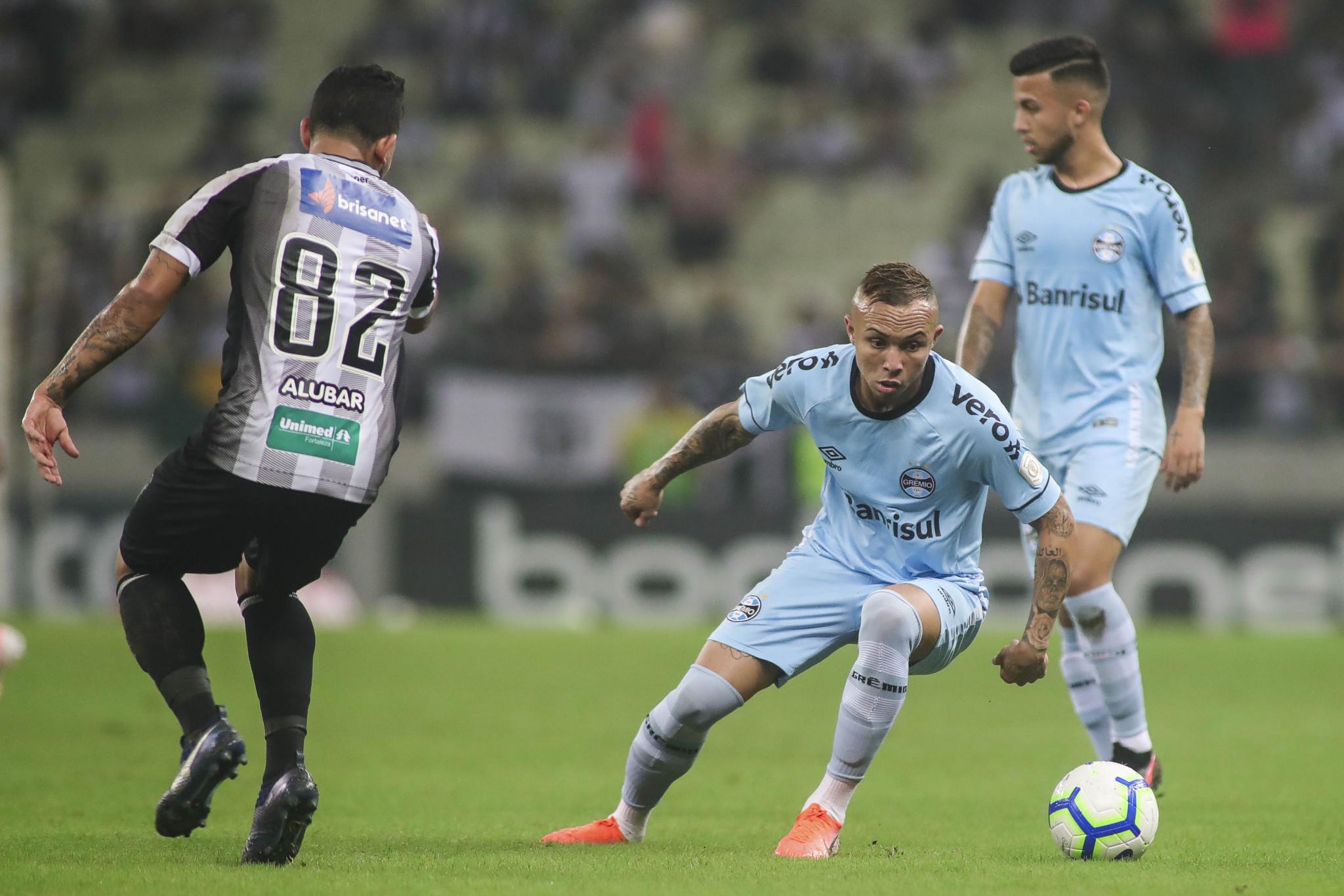 Campeonato Brasileiro: Ceará  bate o Grêmio, sobe na tabela e amplia jejum do Grêmio.