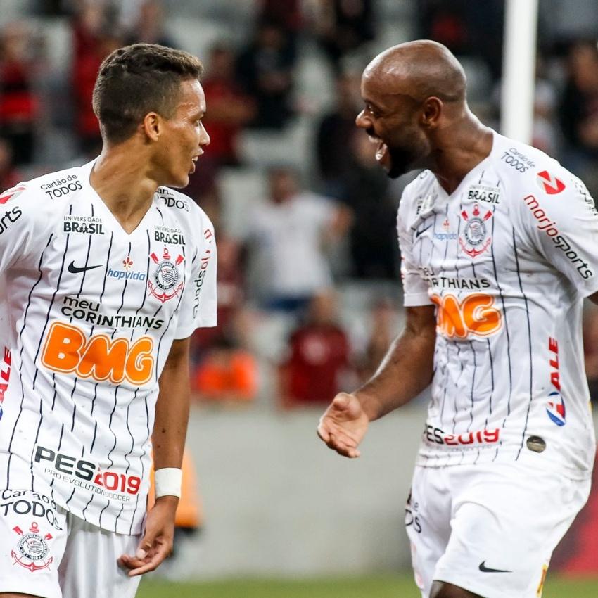 Campeonato Brasileiro: Corinthians ganha do Athletico no Paraná e sobe na classificação