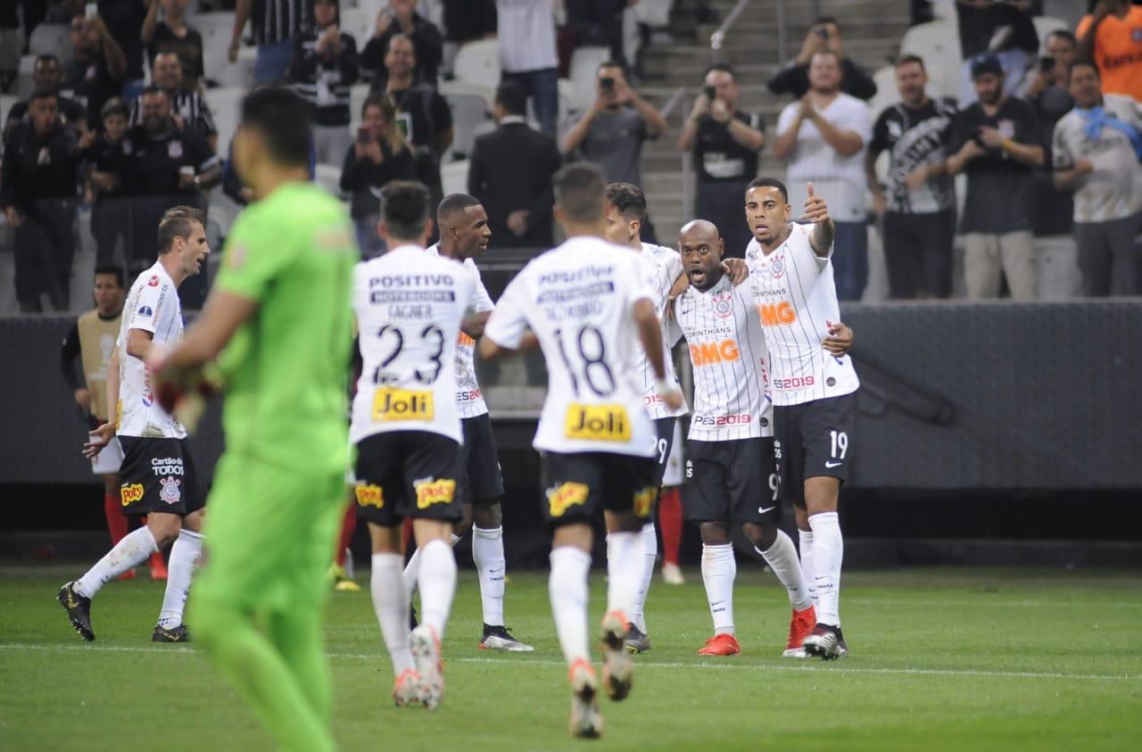 Sul-Americana: Corinthians vence o Lara com gols de Love e Gustavo e se aproxima das oitavas