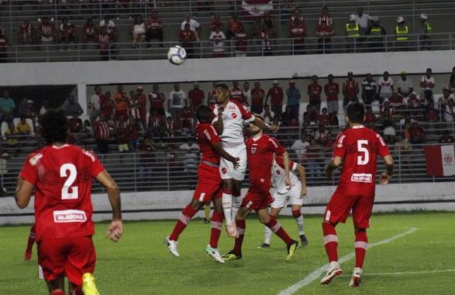 Série B do Brasileirão: CRB e Vila Nova empatam em 1 a 1 em Maceió.
