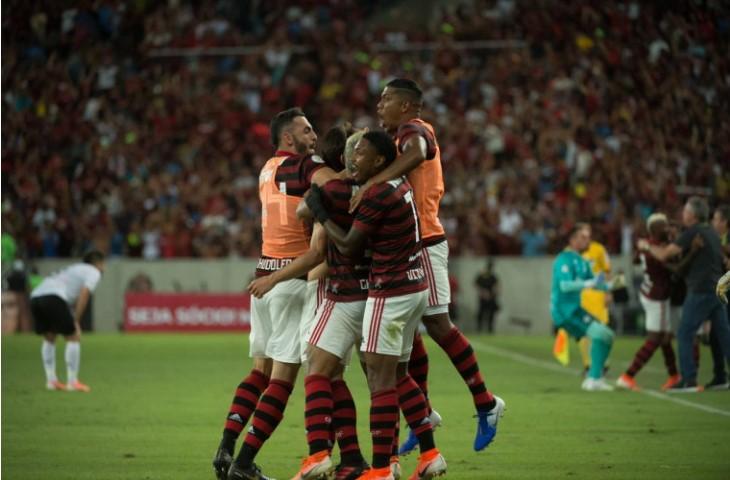 Camponato Brasileiro:  Flamengo vence o Athletico-PR de virada
