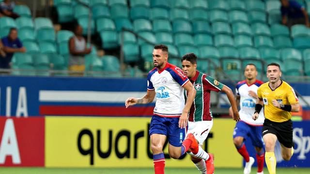 Bahia vence o Fluminense com dois gols de Gilberto e sobe para o 8º