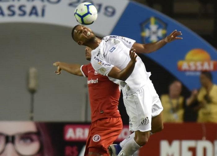 Campeonato Brasileiro: Santos e Inter ficam no empate na Vila Belmiro