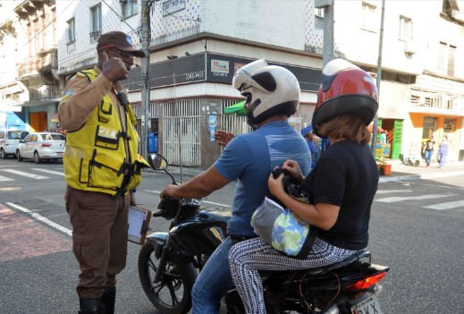 Transalvador promove ação para reduzir acidentes com motociclistas