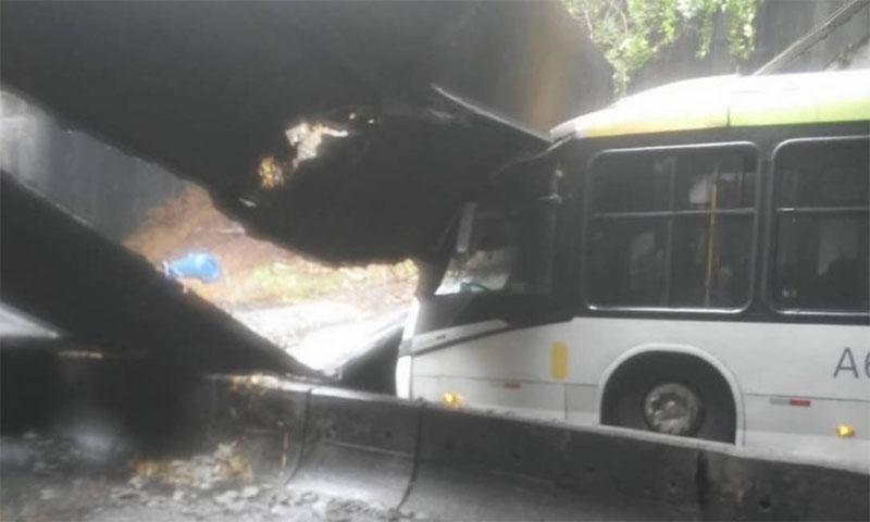 Desabamento fecha túnel que liga zona sul à Barra da Tijuca, no Rio de Janeiro